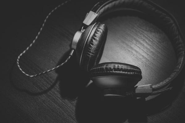 Headphones-BW-600px